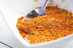 Roasted Chicken Rub Spice Mix: bold, warm flavors that are delicious on roasted chicken! The sweet paprika is the star spice! Grilled Chicken Rub, Roast Chicken Rub, Dry Rub Chicken Wings, Whole Roasted Chicken, Baked Chicken, Grilling Chicken, Rub Recipes, Roast Recipes, Sauces