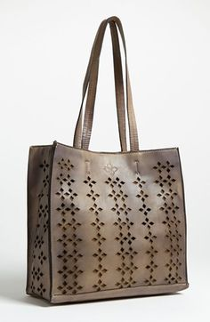 inexpensive at wholesale prices custom purses, low cost reproduction custom totes available.