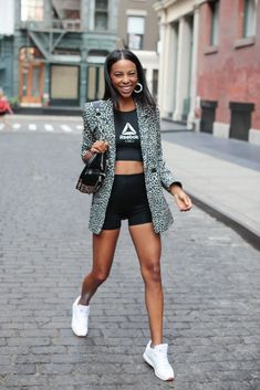 Power couple blazer e biker shorts steal the look Bermudas Fashion, Sneakers Fashion Outfits, Casual Skirt Outfits, Blazer Outfits, Blazer Fashion, Unique Outfits, Short Outfits, Fashion Shorts, Look Blazer