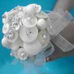 DIY Button Bouquet...cute wedding shower idea...each guest brings their favorite white (or bride's colors) button.