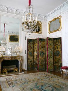 la seconde antichambre de Madame Victoire Versailles, Hotel Des Invalides, Castle In The Sky, Fireplace Screens, Antique Interior, Old World Style, Facade Architecture, Luxury Decor, Living Room Inspiration