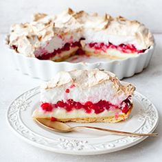 Tart with merengue and red berries No Bake Desserts, Just Desserts, Delicious Desserts, Dessert Recipes, Yummy Food, Pavlova, Currant Recipes, Red Currant Recipe, Cupcake Cakes
