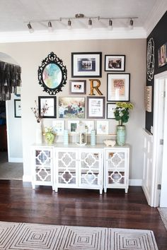 Dining Room Wall Makeover LOVE THIS!!!! So perfect.