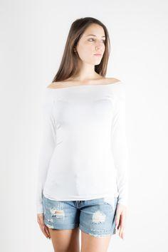 t-shirt manica lunga con scollo a barca.