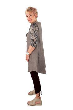 Lousje & Bean Button Vest in Grey/taupe Linen. Crunch Leggings in Black Viscose Spring/Summer 2017 Collection #lousjeandbean #crunchleggings #buttinvest #linenvest #linen #summerlook #Summerstyle #summer2017 #viscoseleggings