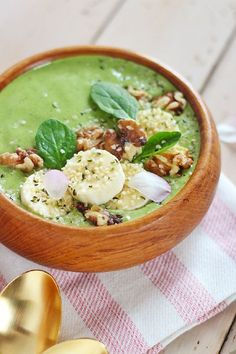 Pantone Inspired Banana Walnut Green Smoothie Bowl