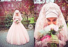 Muslim bride in light pink