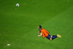 """FIFA World Cup Brazil 2014 on CBC Sports - Video on demand Highlights: Netherlands 5 ,Spain 1 June 13 Holland's Robin Van Persie leapt into the air to head. """"Click"""" on the image photo to see the Video. The flying Dutchman! Brazil World Cup, World Cup 2014, Fifa World Cup, Soccer Players, Football Soccer, Spain Football, Soccer Baby, Champions League, Lionel Messi"""