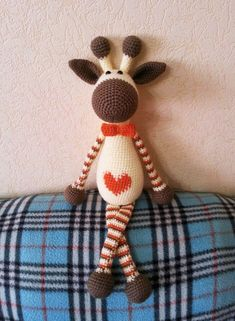 Hearty Giraffe amigurumi is a wonderful gift for any occasion! Get the amigurumi pattern for free! Giraffe Crochet, Crochet Art, Love Crochet, Crochet Dolls, Crochet Animals, Crocheted Toys, Amigurumi Patterns, Crochet Patterns, Amigurumi Doll