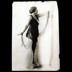 Modèle de la maison Poiret présenté par le grand magasin Wanamaker de New-York (circa 1914)
