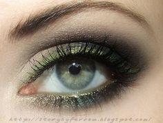 Evening Make-Up with Metallic Liner