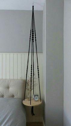 Hangende tafel Zwart No. Diy Hanging Shelves, Hanging Table, Diy Furniture Projects, Diy Projects, Diy Room Decor, Bedroom Decor, Diy Möbelprojekte, House Plants Decor, Home Room Design