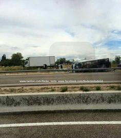 #Valladolid Camión volcado fuera de la calzada en la #VA_30 dirección San Cristóbal km18 aprox. Antes de la salida de Medina del Campo
