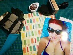 Bonito sábado!  Hoy he decidido ponerme al día con mi #smashbook que tenía abandonado desde hace tiempo y se me acumulaba el trabajo! Me encantan este tipo de actividades que dejan fluir mi imaginación. Que hacéis vosotras para relajaros? . . . . . . . . . #scrapbook #scrapbooking #smash #k&company #doityourself #diy