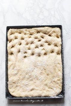 fare i buchi alla focaccia genovese - Ricetta Focaccia genovese Scd Recipes, Bread Recipes, Sicilian Recipes, Sicilian Food, Artisan Bread, Bread Rolls, Dinner Rolls, Antipasto, Savoury Dishes