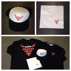 Caps, servetten en t-shirts bedrukt en geleverd.