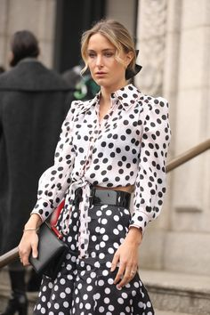 Rebecca Laurey wears the Spring 2019 black and white polka dot palazzo pants and front tie top, captured by photographer Leo Fario at the Carolina Herrera New York RTW Fall 2019 Show. Dots Fashion, White Fashion, Fashion 2020, Girl Fashion, Womens Fashion, Style Fashion, Street Fashion Show, Street Style, Carolina Herrera