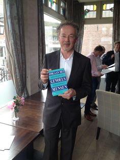 Trotse #sjaakoverbeeke tijdens boekpresentatie in Bussum. Ruim 70 bezoekers...top middag!