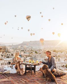 Rooftop breakfast with the best view yet..A sky full of Balloons@sultan_cave_suites @gypsea_lust