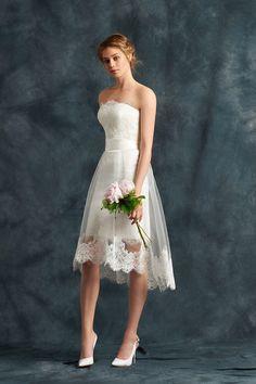 Robe de mariée sans bretelle en tulle ceinture fermeture éclair sur le côté