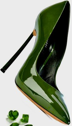 Stunning Green Pumps / Only Me 💚💚 Green Pumps, Green Shoes, Stilettos, Pumps Heels, Cute Shoes, Me Too Shoes, Heeled Boots, Shoe Boots, Beautiful High Heels