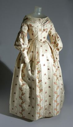 1837 Silk Dress.(Image via Philadelphia Museum of Art)