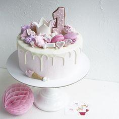 579 отметок «Нравится», 13 комментариев — Москва. Торты на заказ (@savina_tatiana) в Instagram: «Как же я люблю эти нежные девичьи тортики ☺️ Готова делать их день и ночь  Идея оформления…»
