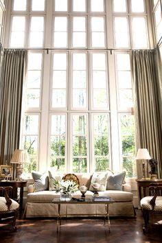 Patricia McLean Interiors is an interior design group based out of Buckhead assisting with home decor, including bedrooms, dining rooms and living rooms. Home Living Room, Living Spaces, Room Deco, Mesa Exterior, Sweet Home, Interior Architecture, Interior Design, Piece A Vivre, Beautiful Interiors