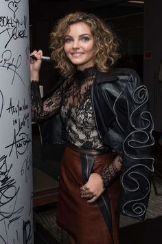 Short Curly Hair, Curly Girl, Curly Bob, Curly Hair Styles, Camren Bicondova, Gotham Girls, Bob Hairstyles, Haircuts, Celebrity Style Inspiration
