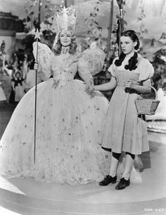 Billie Burke and Judy Garland- The Wizard of Oz 1939 Glinda The Good Witch, The Worst Witch, Judy Garland, Old Movies, Great Movies, Famous Movies, Movies Showing, Movies And Tv Shows, I Movie