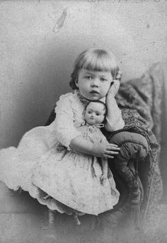 hannah calder shown with her Izannah Walker doll when it was new.