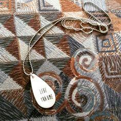 """Kette """"lebe Träume"""" von penelop.at Der Anhänger ist aus Porzellan. Mit viel Sorgfalt handgefertigt. Arrow Necklace, Jewelry, Heart, Handmade, Necklaces, Schmuck, Jewlery, Jewerly, Jewels"""