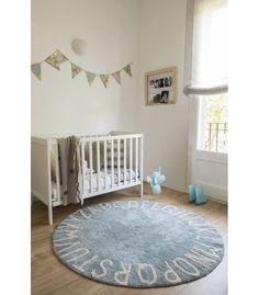 Original alfombra redonda con todas las letras del abecedario rodeando todo el borde, perfecta para crear una decoración especial y única en el dormitorio o cuarto de juegos infantil - Minimoi