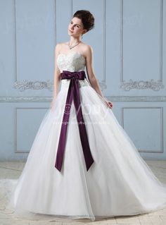 A Line Sweetheart Bow Knot Embroidery 2013 Fashion Style Wedding Derss  £211.99