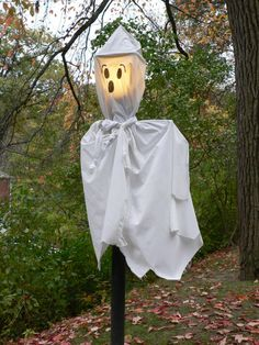 deko halloween gespenster außenbereich dekorieren