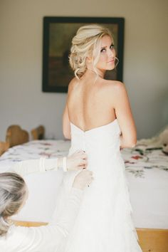 love her wedding hair