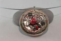 Collier nespresso pendentif gris, noir, rouge argenté fil aluminium
