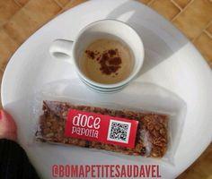 Uma barra de figos e nozes Doce papoila a acompanhar um bom café, num snack saudável, é a sugestão do Bomapetitesaudável.