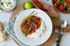 Het zijn de Thaise weken op de blog met natuurlijk lekkere Thaise recepten inspiratie! We trappen af met een Thaise rode curry met rundvlees en aubergine.