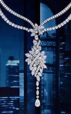 GABRIELLE'S AMAZING FANTASY CLOSET | Harry Winston Diamond Cluster Pendant Necklace