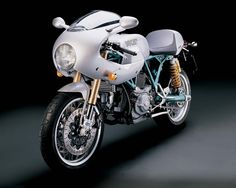 http://www.totalmotorcycle.com/photos/2006models/2006-Ducati-PaulSmart1000LimitedEditiona.jpg