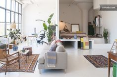 Loft in Brooklyn, United States. Our home is a beautiful open loft with lots of light. The bedroom sits on a fun elevation. The perfect location for an amazing Brooklyn stay, with extremely convenient connections to Manhattan. The apartment has a gorgeous view of the Manhattan sk...