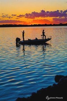 Bass Fishing Boats, Bass Fishing Tips, Bass Boat, Gone Fishing, Carp Fishing, Best Fishing, Saltwater Fishing, Kayak Fishing, Bass Fishing Pictures