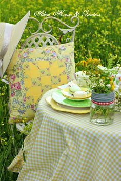 Aiken House & Gardens: Sunshine Yellow Afternoon Tea