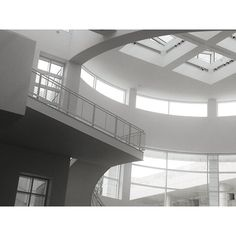 Making the Rounds: Getty Center entrance informational area sky light. Richard Meier Architect.  #gettycenter #getty #museum #losangeles #california #richardmeier #architecture #blackandwhite #blackwhite  (at J. Paul Getty Museum)