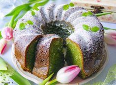 Takim wypiekiem zaskoczycie domowników i gości! Wilgotna babka, w której smak szpinaku jest niewyczuwalny, a kolor ciasta przepiękny! Do te... Vegan Treats, Vegan Desserts, Vegan Runner, Vegan Gains, Bunt Cakes, Bread Cake, Vegan Pizza, Easy Food To Make, Vegan Cake