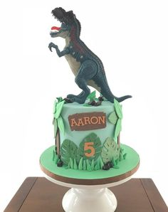A gallery of fondant and gum paste cakes from a collection of cake decorators who have created unique and fun birthday parties for boys around the world. Dinasour Birthday Cake, Dinasour Cake, Dinosaur Birthday Party, 3 Year Old Birthday Party, Boy Birthday Parties, Birthday Fun, Carter Kids, Different Cakes, Jurassic Park
