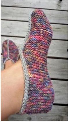 Knitting needles for a quick hand- Stricknadeln für eine schnelle Hand Knitting needles for a quick hand, - Crochet Slipper Boots, Booties Crochet, Knitted Slippers, Crochet Slippers, Women's Booties, Knitting Patterns Free, Free Knitting, Baby Knitting, Free Crochet