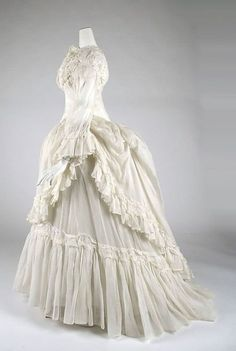 Nostalgic musings, on historical clothing, traditional costume, fantasy, photography and history. Victorian Gown, Victorian Fashion, Vintage Fashion, Vintage Outfits, Vintage Gowns, Vintage Hats, Historical Costume, Historical Clothing, Historical Dress