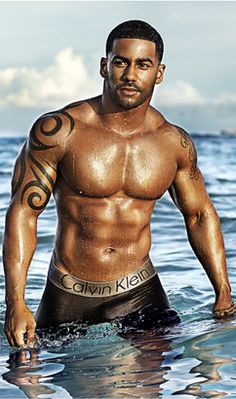 """Oh My God!!!!!! Wow. God's gift to women """"for real"""" ! Nope, I don't think he is real"""